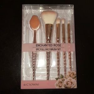 Crown Makeup Brushes ***NWT***